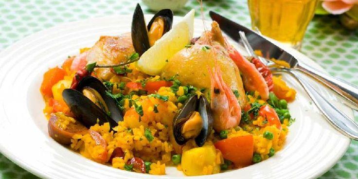 Paella - Denne versjonen av den spanske nasjonalretten inneholder kylling, blåskjell og scampi.