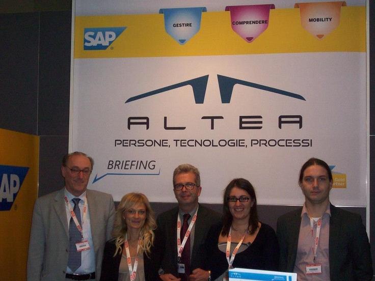 SMAU Milano: ALTEA e il suo Cliente Electronic Systems, vincitore del Premio dell'Innovazione, allo Stand ALTEA all'interno del SAP Village. 10.2012, Milano