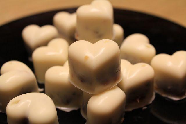 Sorelle in pentola: Cioccolatini bianchi con cuore al mou e noci