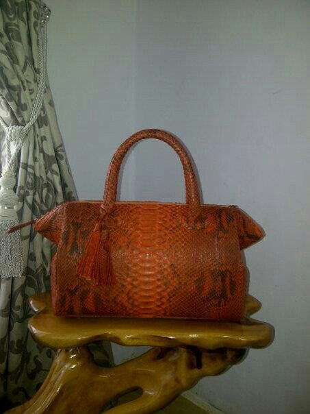 Handmade phyton skin bag. For more orders , Email : yuns2506@yahoo.com or whatsapp : +62 81317203406