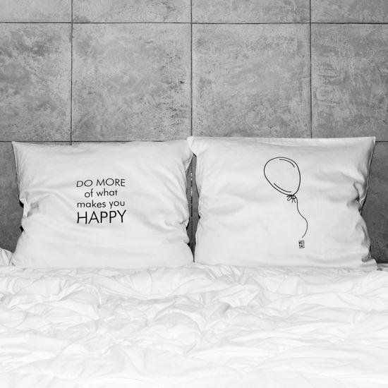 słowa, które odmienią każde wnętrze! białe, gładkie poszewki z zakładką 20 cm, 2 szt.100% bawełna (satynowana) prać ręcznie na lewej stronie maks. temp. 30°C seria: HAPPINESS #whiteplace #whiteplacepl #pillow #poszewka #dekoracja #prezent #gift #happy #poszewkadekoracyjna #homedecor #poszewki #poszewkidekoracyjne #pieknasypialnia #mojasypialnia #fome #decor #dom #codziennosc #dailiness #myhome #mojdom #wnetrza #interior #interiors #blackandwhite
