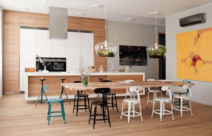 Atelier I.D. Arch provedl renovaci i dispoziční řešení budovy, zároveň vytvořil povrchy bytů a vestavěný nábytek, tedy kuchyně a skříně.