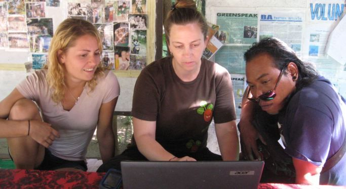 Ecoteer website - Nov 2013   Volunteer Erin Rice teaching staff to use GPS on Bali's Nusa Penida island