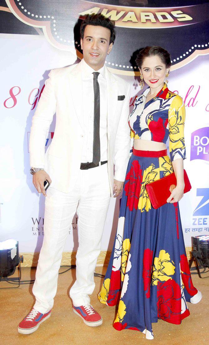 Aamir Ali with wife Sanjeeda Sheikh at Gold Awards 2015 - #GoldAwards2015. #Bollywood #Fashion #Style #Beauty