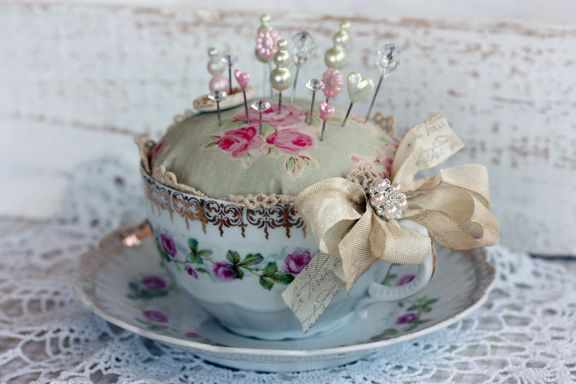 Tammy Roberts - have to make one of these for a special friend - time to hunt for a pretty cup and saucer