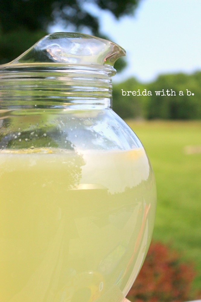 how to make lemonade - perfect for a day like this one! @briedawithab.com