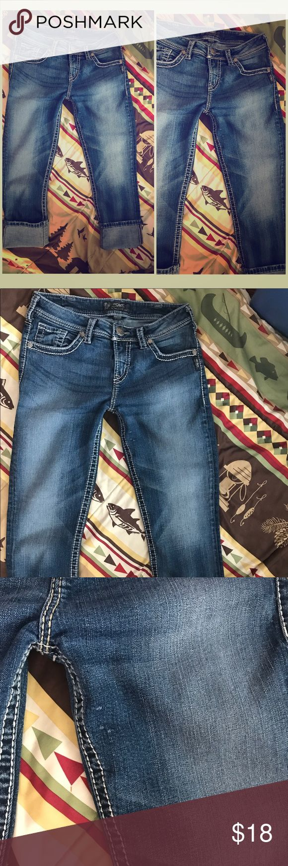 """Women's Silver Jeans NATSUKI Capri Sz W30 Silver Jeans Size W30 """"NATSUKI"""" Capri. In good used condition. Note there is a small area on one of the thighs that has an imperfection. It does not go all the way through the jeans- just a snag so to say.  Otherwise no rips, stains, etc!  Bundle with other jeans and Save ~ Use offer button- open to all reasonable offers on Bundles!! Silver Jeans Jeans Straight Leg"""