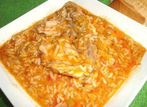 Guiso de arroz con pollo  Ingredientes 1 o 2 muslos de pollo, 1 cebolla, 1 zanahoria, 1/4morrón rojo, 1 diente de ajo, 1 taza de pulpa detomate, 1/4 zapallo (calabaza), 1 cucharadita de sal, orégano, aceite, agua, 1 taza…