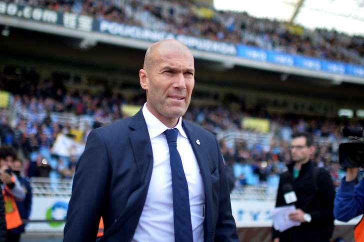 Zinedine Zidane para un partido contra la Real Sociedad./ REUTERES