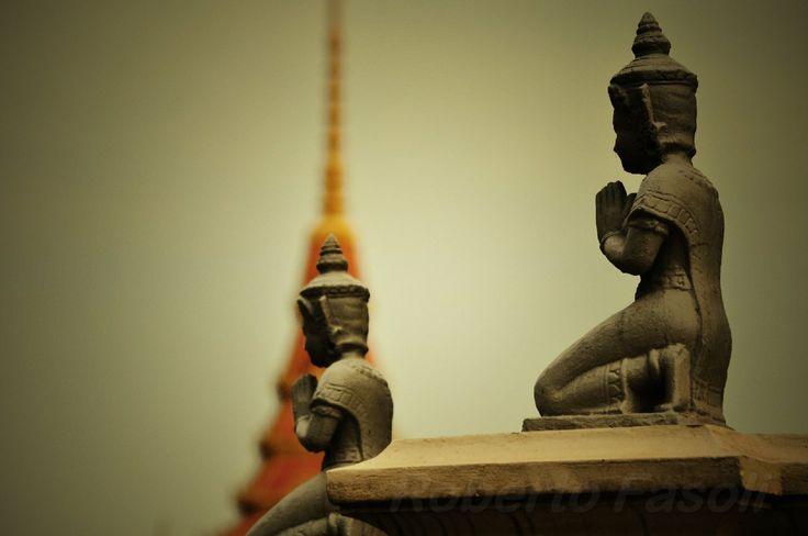 Cambodia - Phnom Pehn - Prayers
