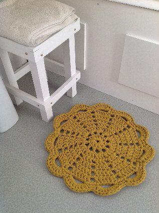 Joli tapis jaune moutarde à crocheter en trapilho