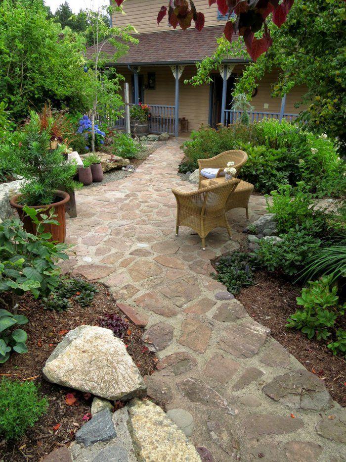 Wundern Sie sich, wie Sie die Gartenwege gestalten? Farbbeton ist ein Material mit sehr großer Ausdauer.Außerdem lässt er sich an viele verschiedene Designs