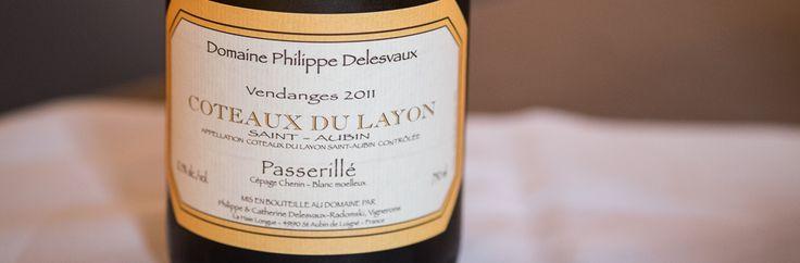 Coteaux du Layon, Domaine Philippe Delesvaux, St. Aubin, årgang 2011. Et fuldstændig biodynamisk foretagende. Abrikos, antydninger af mango og saftig syre som gør, man får lyst til at drikke mere af vinen.