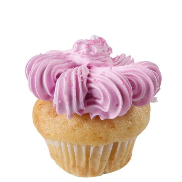 Encontrarás una deliciosa fresa en el centro de nuestra masa de vainilla decorada con crema de vainilla.