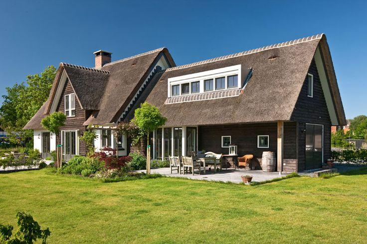 Rietgedekte villa te Soest