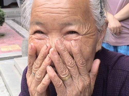 Tuturor ne place să ne amuzăm din când în când, şi atunci avem ocazia să constatăm efectele benefice pe care râsul le are asupra noastră. Râsul (şi