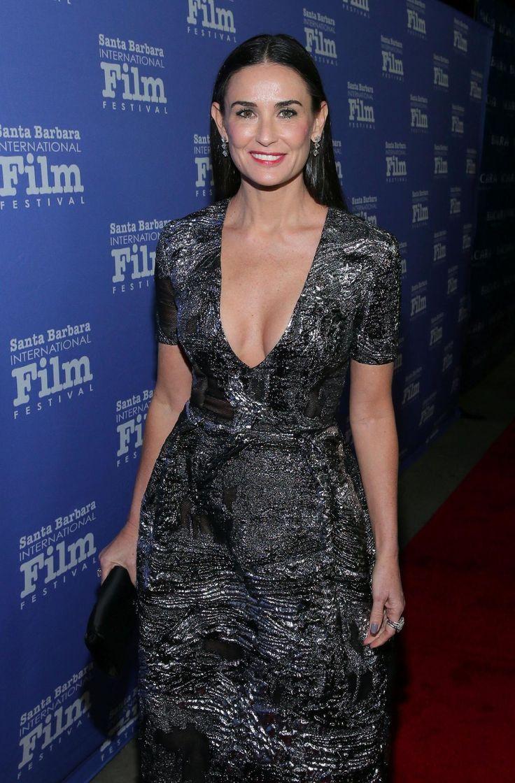 Aos 54 anos, Demi Moore mostra que não existe idade para sensualizar