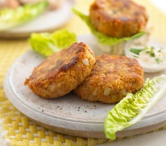 cheesy vegetable & cashew nut burgers