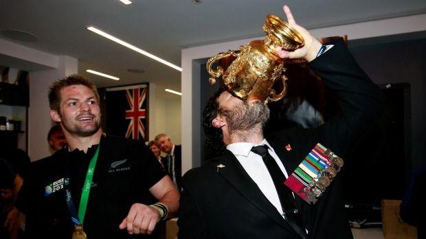 Victoria Cross recipient Willie Apiata helps All Blacks celebrate Rugby World Cup win | Stuff.co.nz