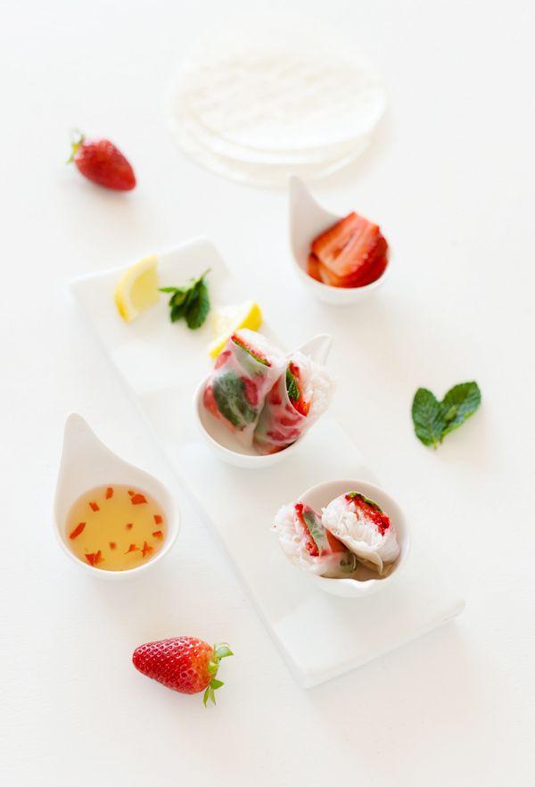 rolos de morango/strawberry spring rolls - Sabores de Canela