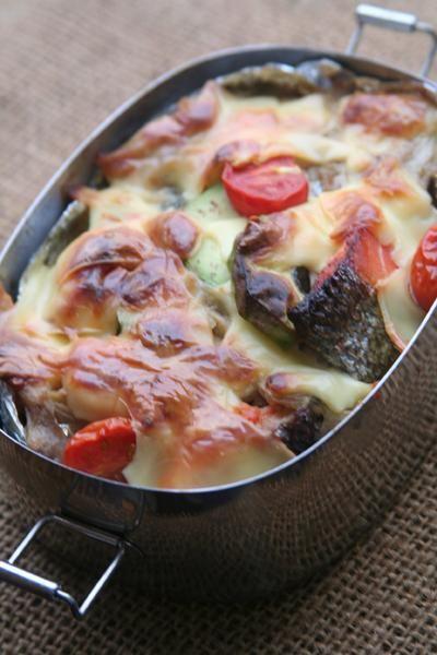 posted by @be_beejp 今日のお弁当は、アボカドと鮭のクリームシチュードリア弁当 #obentoart #obento #お弁当