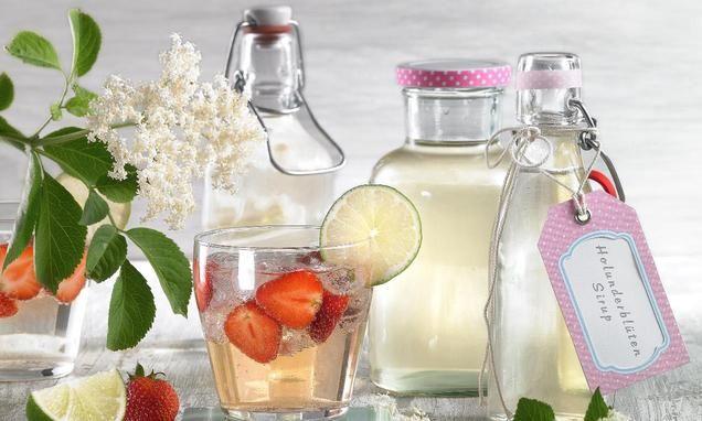 Holunderblüten-Ansatz oder -Sirup für Cremes, Torten, Bowle oder Hugo-Cocktails selber herstellen