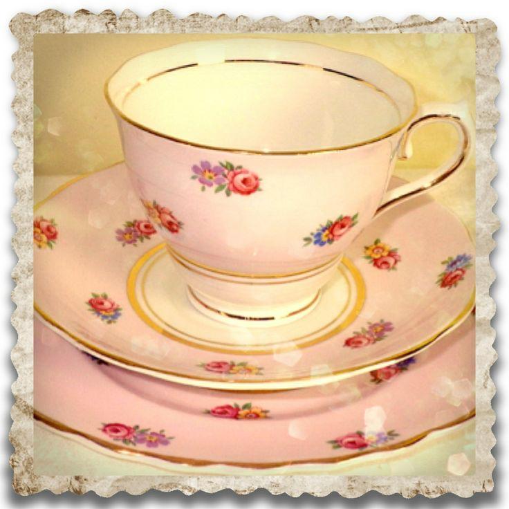 Vintage teacups : Pretty vintage Colclough trio