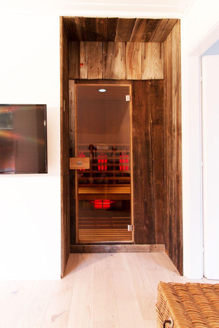 Infrarot Sauna DIY. Verkleidung mit Altholz. Privater Wellnsessurlaub in der Ferienwohnung bergwaldstudio in Kärnten.