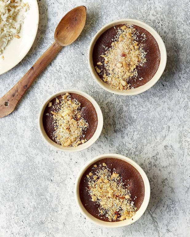 Crème au chocolat et noix de coco grillée épicée pour 4 personnes - Recettes Elle à Table