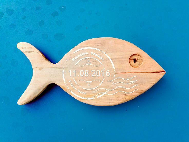 Pesce sul.tavolino blu