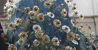 La festa di Santa Rosalia di Valeria Rosalia, figlia del duca Sinibaldo di Quisquina delle Rose, nipote per parte di madre di re Ruggero d'Altavilla, crebbe nel XII secolo alla corte dello zio, a Palermo. Era molto bella e suscitava interessi terreni, fra i tanti quello del principe Baldovino, all'epoca ospite di riguardo alla corte di Ruggero. La leggenda narra che..  http://www.coquinaria.it/la-festa-di-santa-rosalia-di-valeria/