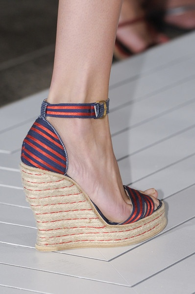 Tommy Hilfiger's Wedge's are a must for a weekend in the Hamptons: Shoes Wedges, Fashion Mission, Hilfiger Details, Fashion Week, Runway, Hilfiger Spring, Fashion Caramel, Details S S, Hilfiger Wedges
