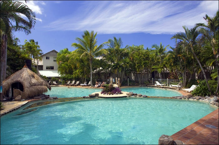 Islander Noosa Resort - Noosaville holiday units, villas and conference centre by the river limousine transfers Maroochydore & Brisbane airports  www.noosaviplimousines.com