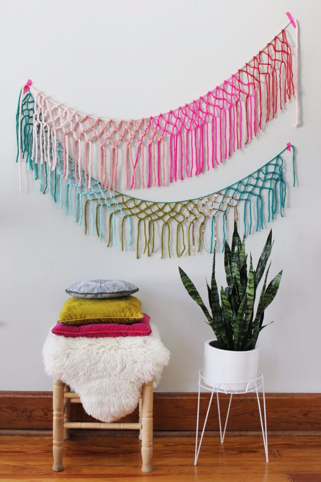 Clever DIYs Made With Yarn - Macrame Yarn Garland DIY - Yarn Crafts To Try, Easy…
