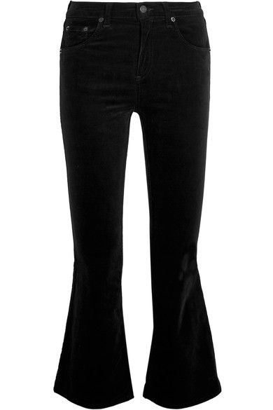 rag & bone's black jeans are cut from the most desired fabric of the season - velvet. This mid-rise pair has a skinny silhouette to the knee before kicking out into a defined flair. They're the ideal cropped length for heeled ankle boots.