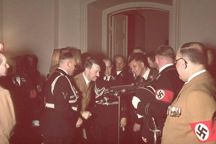 kutlamalar Fotoğrafları Hitler'in 50. yıldönümü münasebetiyle. Almanya ve Avusturya. propagandanın tarihi