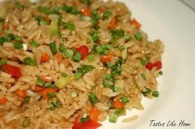 tastes like home: Vegetable Fried Rice    http://www.tasteslikehome.org/2007/04/vegetable-fried-rice.html#