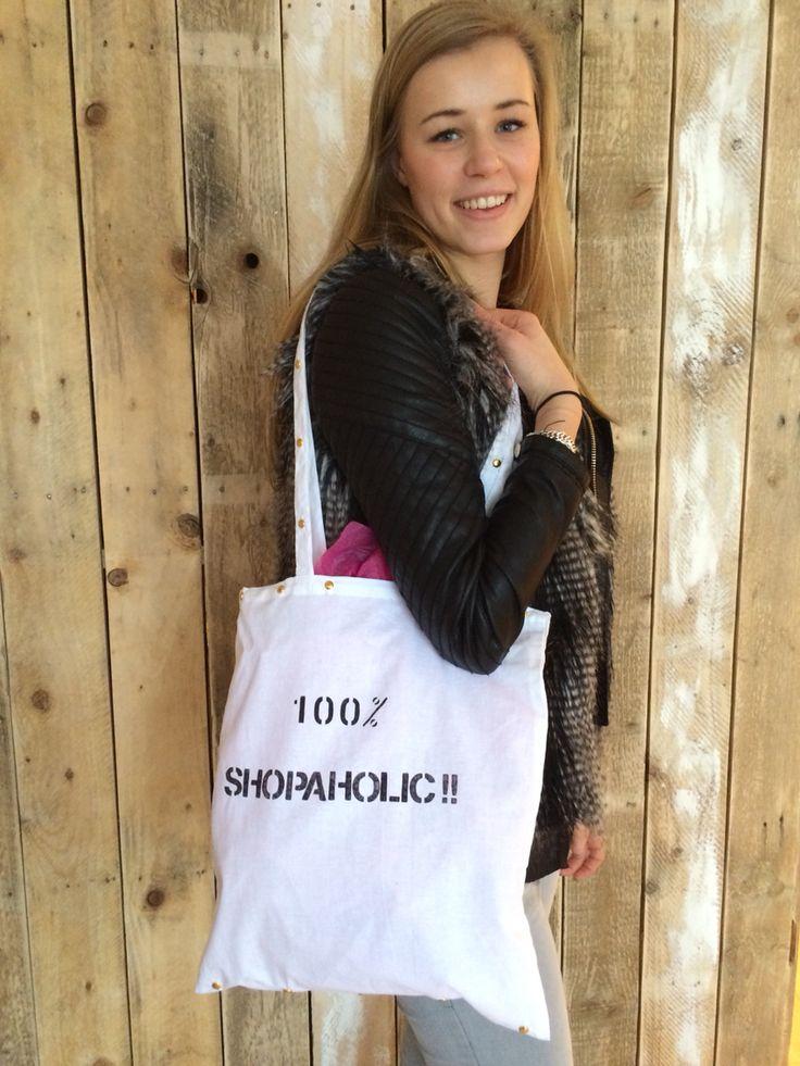DIY pakket 100% shopaholic canvas tas. Te vinden in onze online Shop www.femzshop.nl