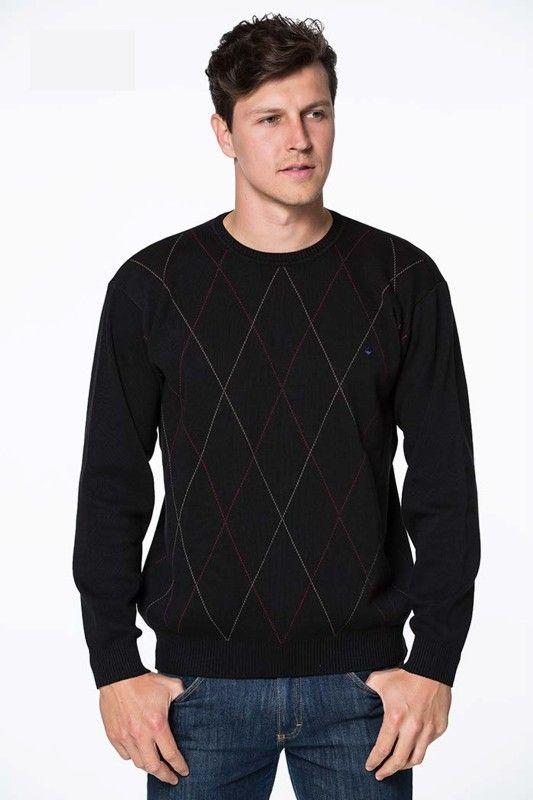Seja no inverno ou em dias mais fresquinhos, o suéter é uma peça indispensável, pois, além de esquentar, é clássico e cheio de charme.  O Sueter Gola Careca Vibrus Preto, de manga longa e padronagem geométrica. Modelagem plana e gola careca, a peça é ótima para combinar com calça de linho e um sapatênis.  Composição 75% algodão 25% poliester Características do produto: P: Comprimento: 62 Peito:53 Ombro a Ombro:45 Manga:55 M: Comprimento:64 Peito:55 Ombro a Ombro:48 Mangas:57 G…