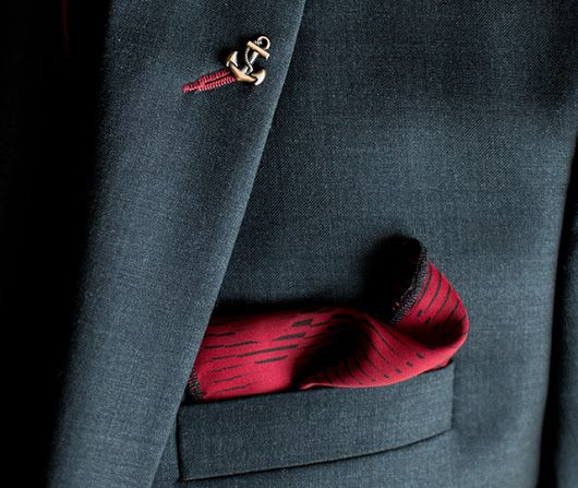 PIETER PETROS || CLASSIC I || Dare to be different! Close up of the buttonhole in #Classic1 which has a complementing thread color unlike the traditional grey suits.