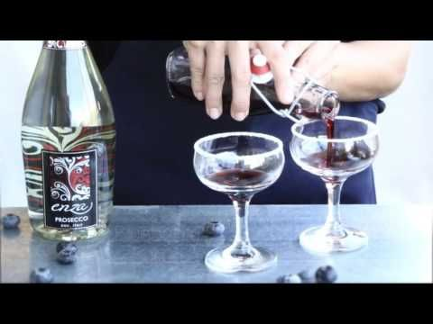 How to make a blueberry Bellini