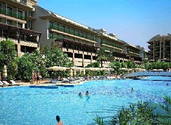 Turkije, Belek, Chrystal Waterworld Resort & Spa 5*.  Zal in 2013 geopend worden. Direct aan het fijne kiezel/zandstrand. Vol spetterende waterpret voor groot en klein. Diverse zwembaden, 8 waterglijbanen en veel faciliteiten. Het plaatsje Bogazkent ligt op circa 1 km,