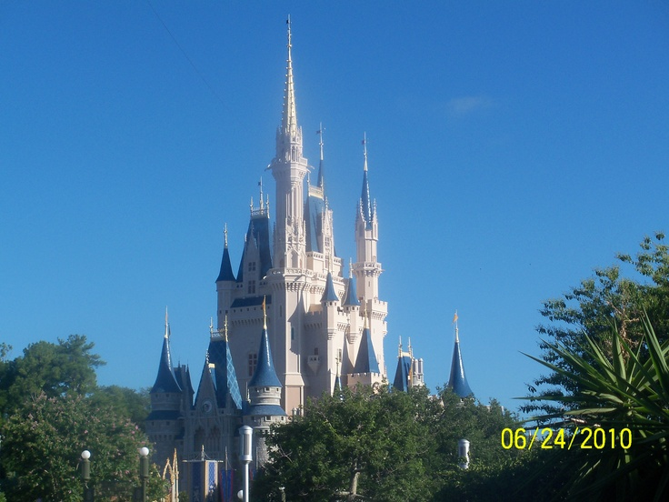 Those of you who know me, know that no my favorite places board cannot be complete without a picture of Disney World.