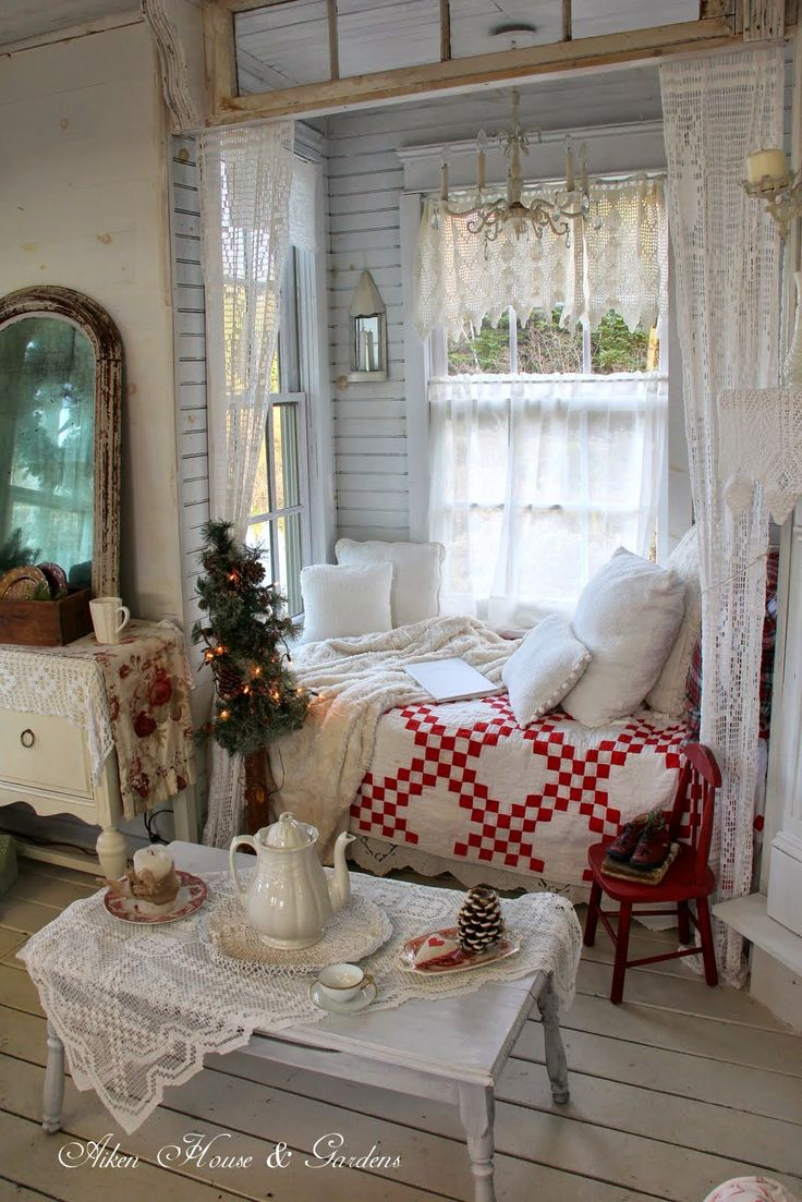 Quilts like this sell for more than any others.  Everyone wants a red and white quilt that is made well from an American Housewife.                                                                                                                                                      More