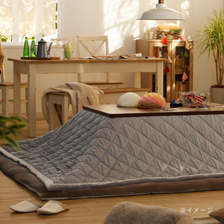 こたつ掛ふとん シュニ―キルト200×240/『Schnee シュニー』 シンプルな癒しの暖かさ 優しい素材感 包み込んでくれる安らぎの空気感/ゆったりサイズ/ 継ぎ脚をしても温かい空気が逃げにくいサイズ設計。/洗濯機OK/  【サイズ】 適応天板サイズ:(約)75×105cm~80×120cm 掛ふとんサイズ:(約)200×240cm  【組成】 表地:ポリエステル45%、アクリル20%、綿14%、レーヨン13%、ナイロン6%、その他2% 裏地:ポリエステル100% 縁:ポリエステル100% 中材:ポリエステル、ポリプロピレン(不織布) (キルティング製品許容範囲 +5%-3%)  【充填容量】 (約)1.4kg  【原産国】 中国