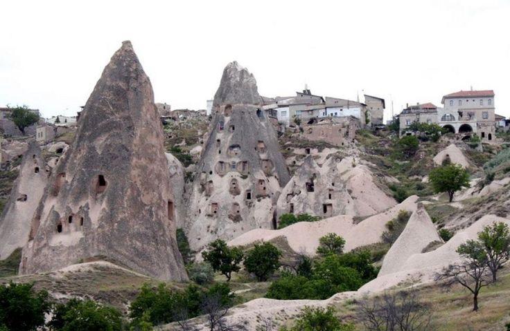HULEBOERE: I Kappadokia i Tyrkia er huler hugget ut til menneskeboliger