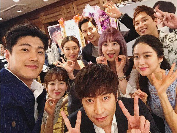 """Oh Hae-Young Again"" group shot with Lee Jae-yoon-I, Heo Young-ji, Seo Hyeon-jin, Eric Moon, Jeon Hye-bin"