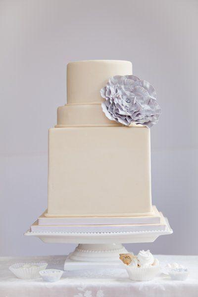 Petite Ivory Wedding Cake with a Periwinkle Flower | Blue Note Bakery http://heyweddinglady.com/boutique-de-fleurs-french-flower-shop-wedding-inspiration-blue-purple/