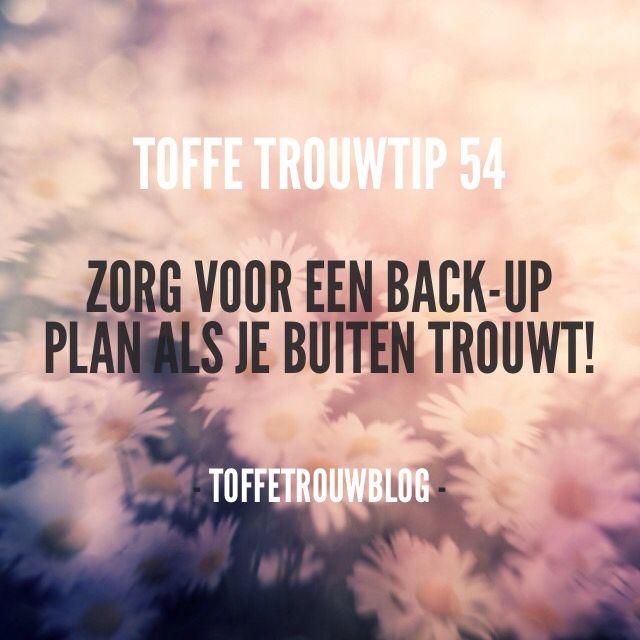 #toffetrouwtip Nederland wordt niet voor niets het kikkerlandje genoemd. Je weet het dus maar nooit. Trouw je dus buiten, zorg dan dat je een back-up plan hebt! Een tent huren voor het geval dat, trouwen in de nabijgelegen hooischuur.. etc.  #toffetrouwtip #trouwtip #tips #bruiloft #trouwen #trouwdag #verloofd #trouwblog #bruid #bruidegom #ceremonie #blog #wedding #regen #liefde #love #ceremoniemeester #weddingpanner #backup #plan