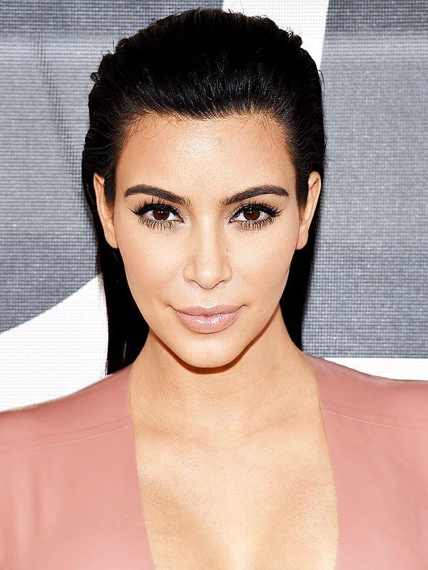 Tudo que a família Kardashian faz se torna notícia, principalmente se esse alguém for a Kim. Atualmente, a celebridade tem focado em esculpir de novo suas curvas de antes da maternidade. Com inspirações como Khlóe e a irmã Kourtney, que estão super na vibe fitness, Kim resolveu aderir a dieta Atkins com o desafio de …